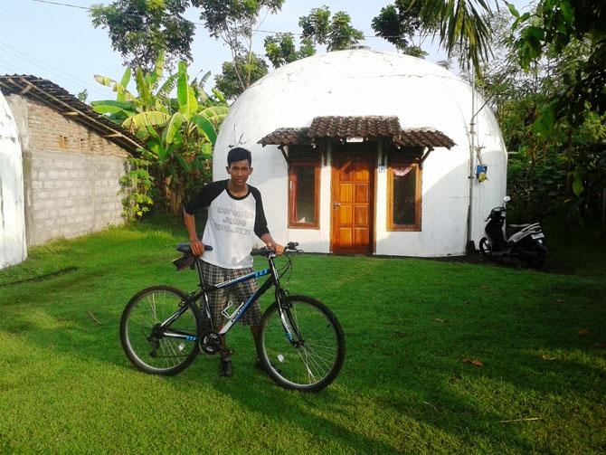 Saat di Rumah Dome, Goa Jepang, Sunset Candi Abang, dan Pantai Depok
