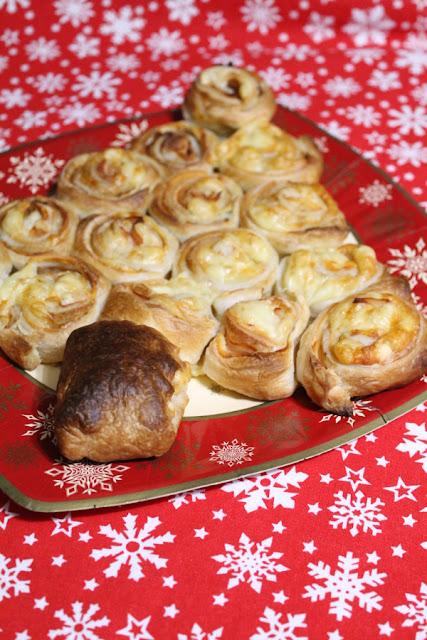 Árbol de Navidad de hojaldre, pavo y queso