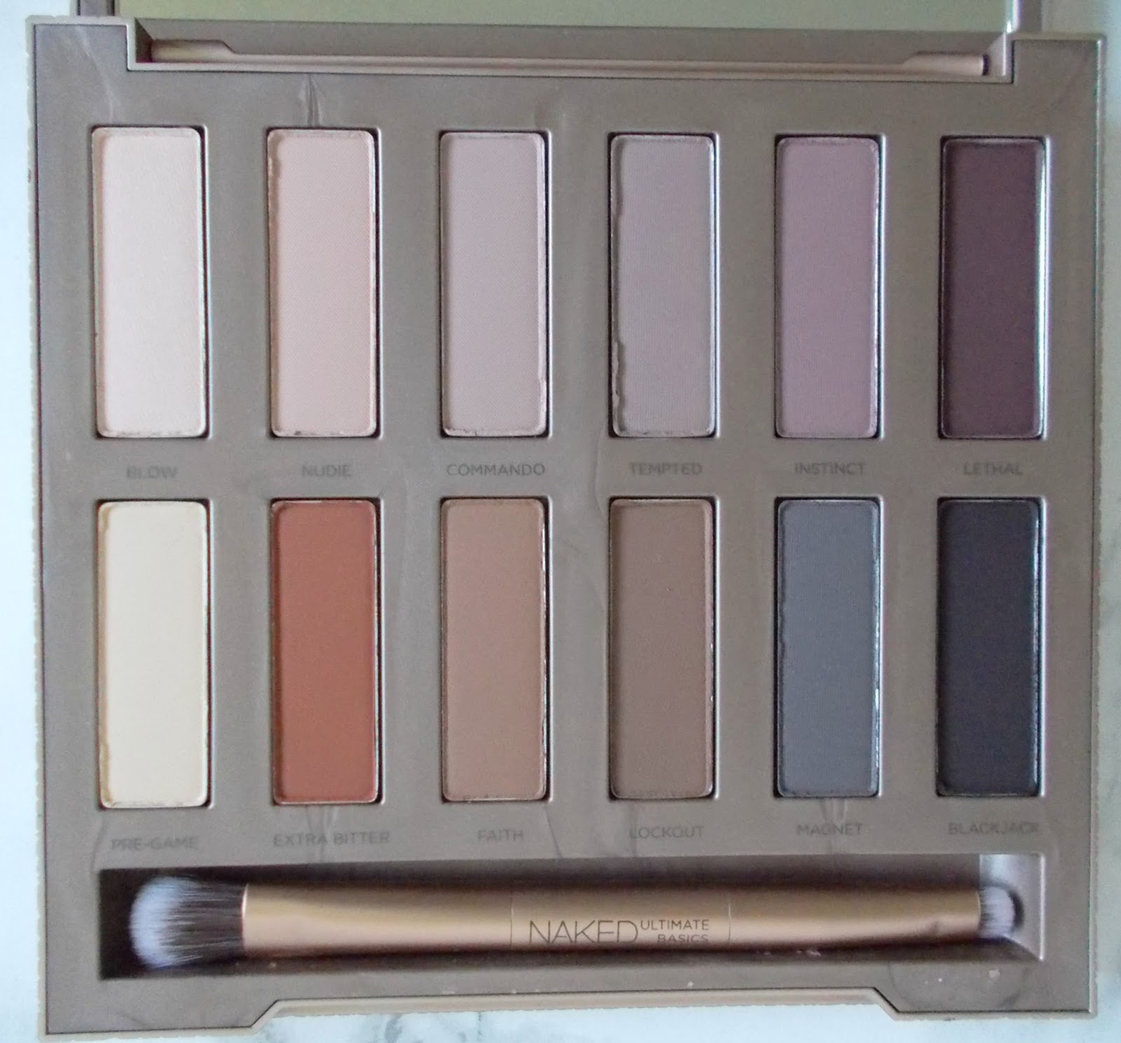 Urban Decay Naked Ultimate Basics close up matte palette