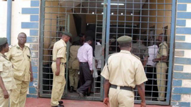 Governor Abiola Ajimobi grants amnesty to 15 prisoners