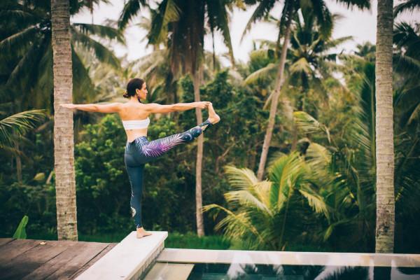 Hạn chế 5 động tác yoga khi bạn có triệu chứng về khớp gối