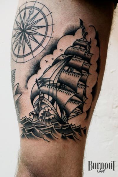 Shipwreak Traditonal Tattoo: Mundo Absurdo: 25 Tatuajes Tradicionales En Negro Y Gris