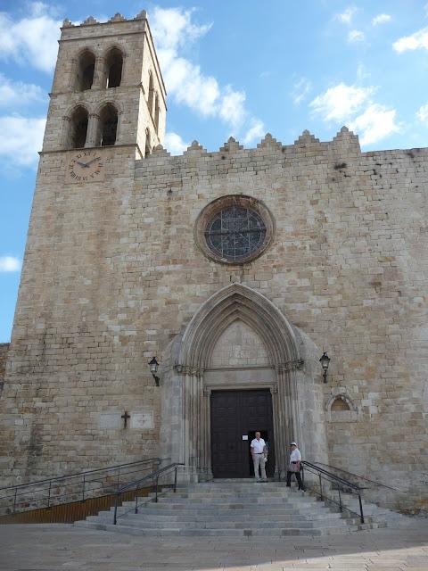Вход в костел Девы Марии в Бланесе