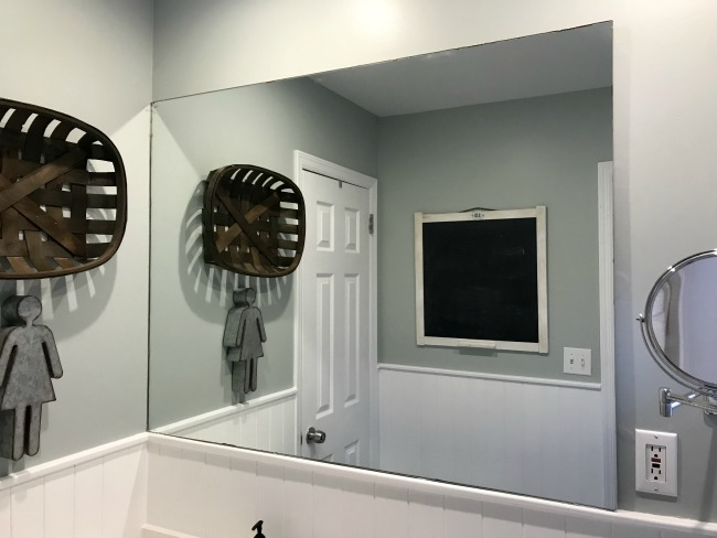 Mirror with no frame in the bathroom