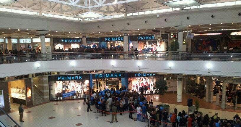 Alto Maliaño Cientos De Personas En La Apertura De La Tienda De Primark En Valle Real