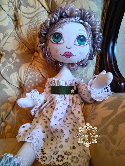 muñeca-hecha-de-tela-flor-de-diys