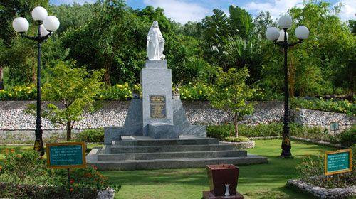 Khu mộ thi nhân Hàn Mạc Tử ở Quy Nhơn