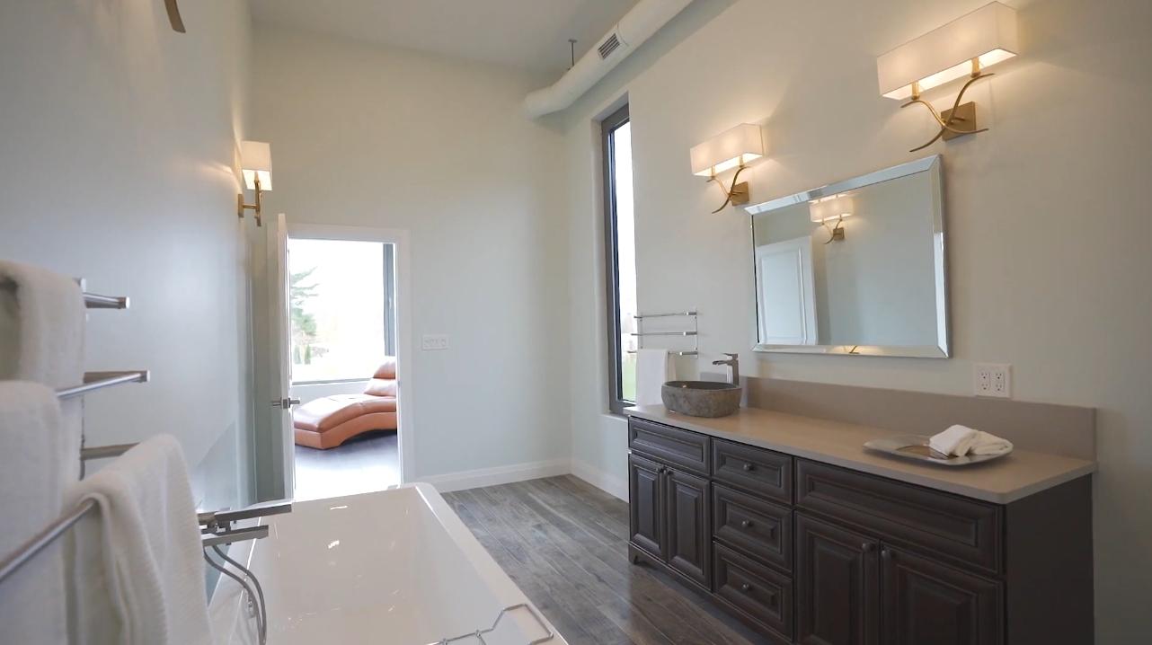 19 Photos vs. 147 Bethel Lake Ct, Sudbury, ON Mansion Interior Design Tour