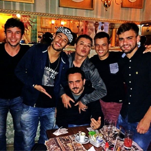 Neymar Brazil with David and friends in the restaurant