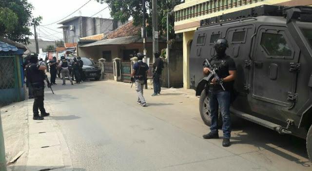3 Orang Terduga Teroris Dibekuk Tim Densus 88 di Tangerang