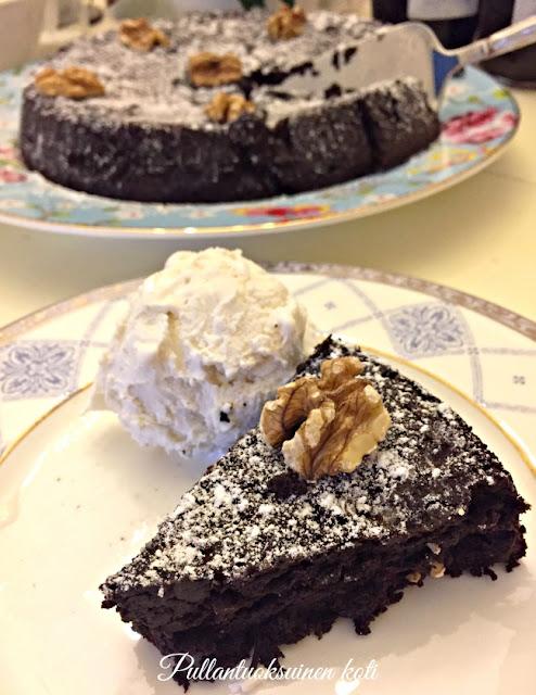 #gluteeniton #jauhoton #leivonta #suklaakakku #mutakakku #chocolatecake #cake #mudcake