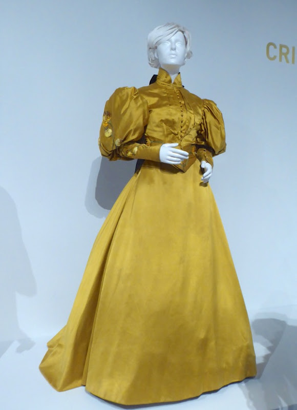 Mia Wasikowska Crimson Peak Edith Cushing costume