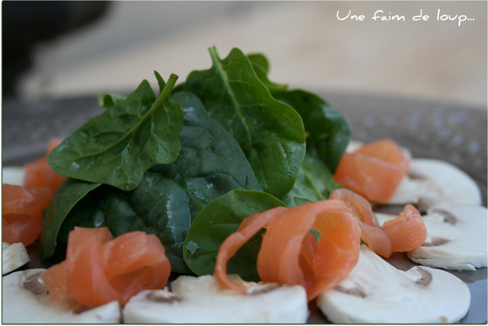 Une faim de loup salade jeunes pousses d 39 pinards saumon for Entree vite faite simple