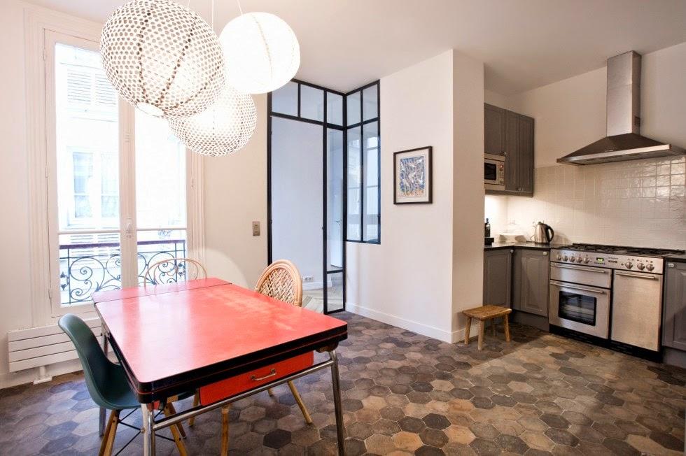 cuisine tomettes anciennes carrelage imitation terre. Black Bedroom Furniture Sets. Home Design Ideas