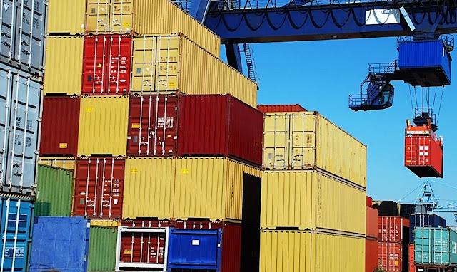 China anunció reducir aranceles provisionales para más de 700 productos extranjeros a partir del próximo año, informó el diario oficial Global Times.