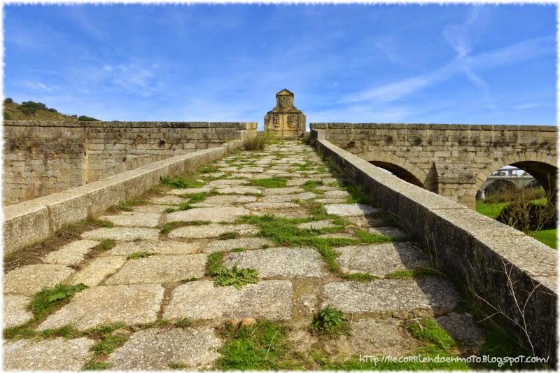 Detalle rampa puente medieval de Jaraicejo