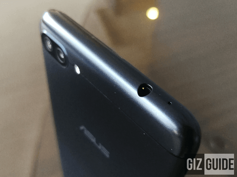 3.5 mm headphone jack slot and mic on top