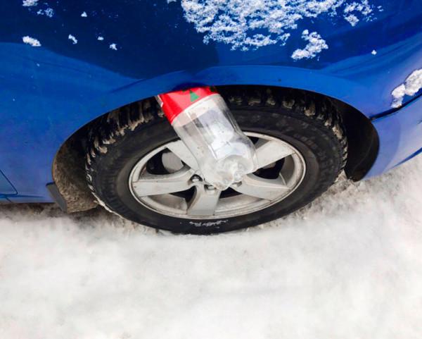 قنينة أو زجاجة فارغة فوق عجلة السيارة بين الإطار والفرامل - طرق سرقة السيارات