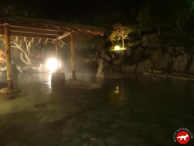 onsen de nuit au Japon