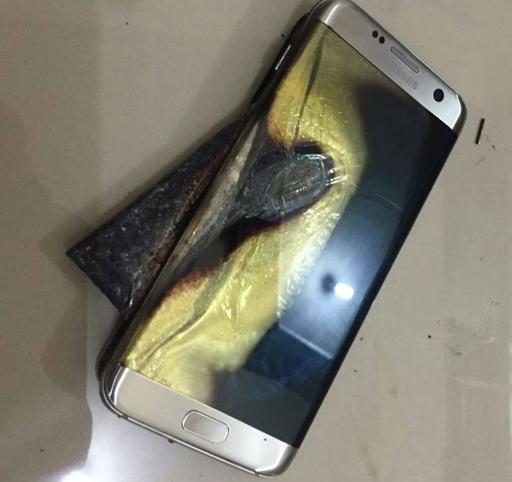 عاجل/ انفجار هاتف سامسونج جالاكسي S7 داخل سيارة... فيديو