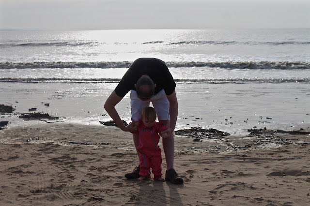 daddy and daughter photo shoot at beach