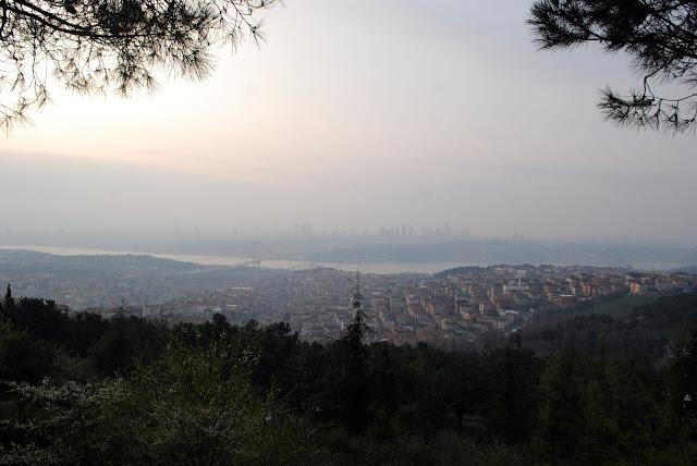 Вид на Стамбул и Босфор с холма Чамлыджа. Стамбул. Турция.