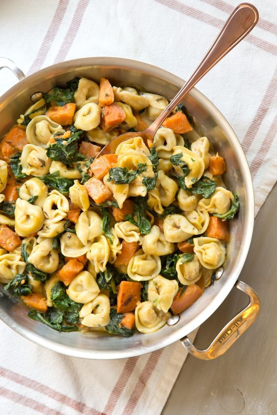 Cremy Skillet Tortellini with Sweet Potato And Spinach #creamy #skillet #tortellini #sweetpotato #spinach #veggies #vegetarian #vegetarianrecipes