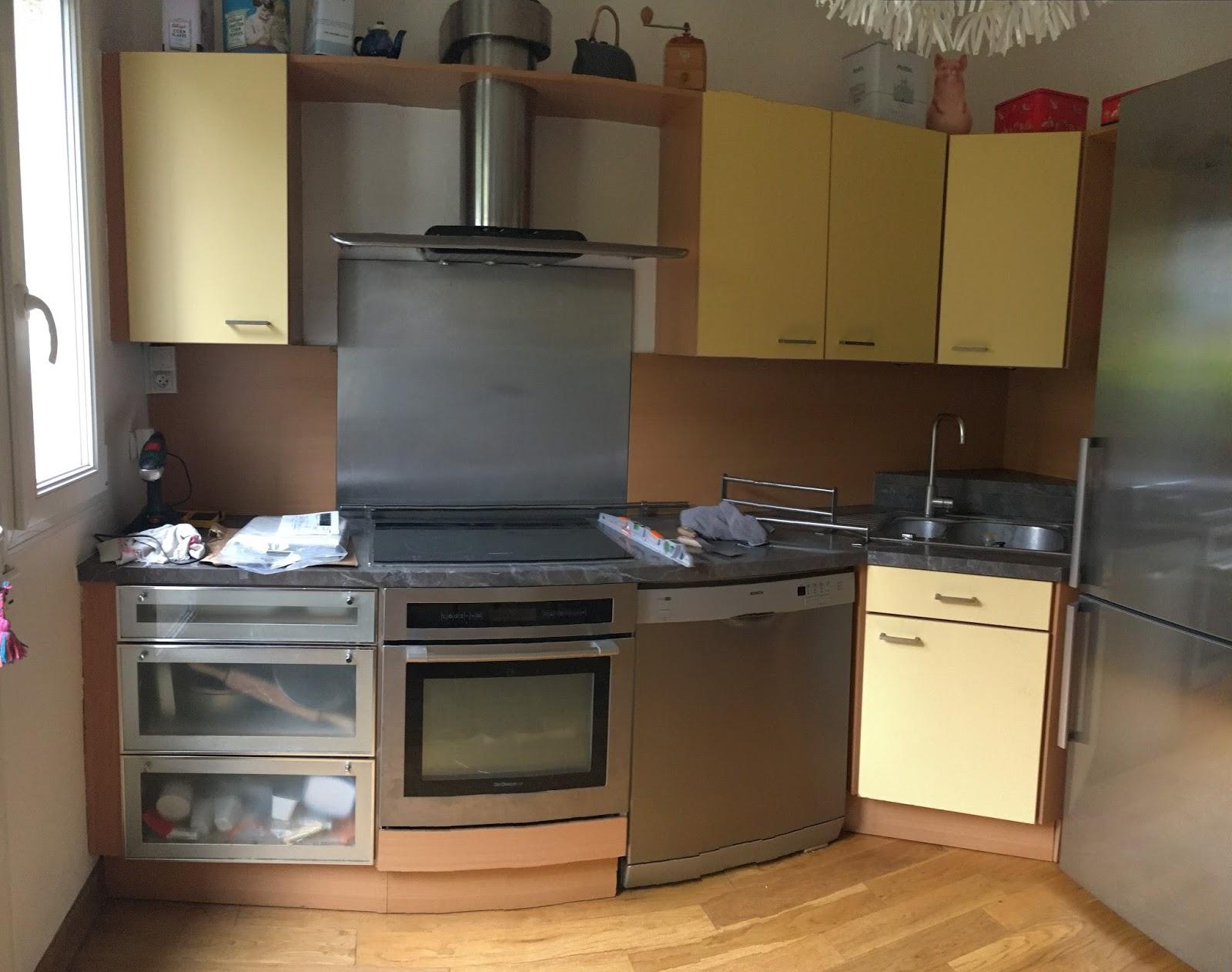 je relooke ma cuisine avec de la mosa que autocollante the smart tiles. Black Bedroom Furniture Sets. Home Design Ideas