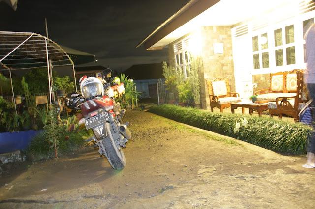 Jalan-Jalan Ke Pantai Sawarna