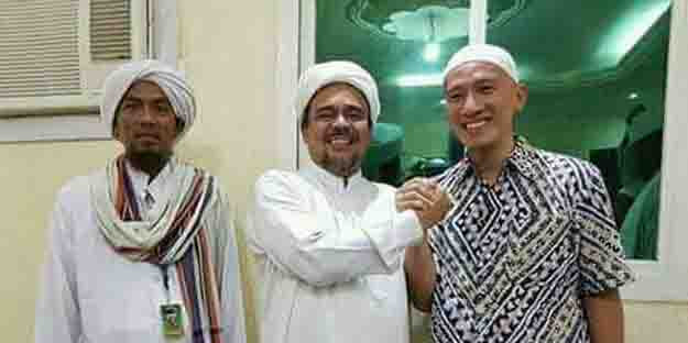 Unggahan Foto Bareng Habib Rizieq Dihapus Facebook, Ustad Felix: Bukti Program De-Islamisasi