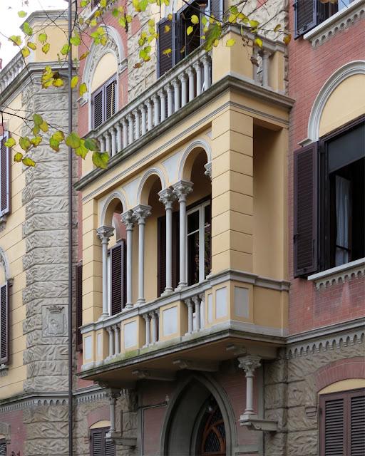 An interesting balcony, Via Calzabigi, Livorno