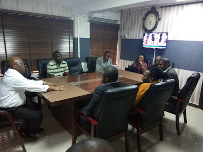 Photos of Burnaboy with police commissioner after he submitted himself to police ?esterday