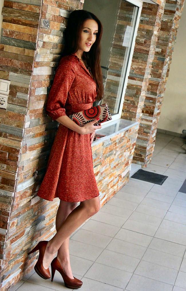 H&M satenska haljina sa cvetnim printom u boji cigle na preklop