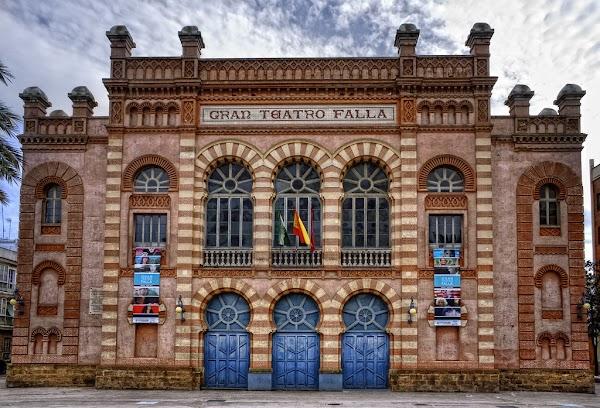 Suspendida la capilla ardiente de Juan Carlos Aragón hoy en el Gran Teatro Falla