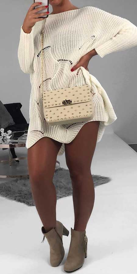 From knit sweaters to knit sweater dress, knit cardigan dress to knitting cardigan. There are so much to try in knitwear fashion. Here are 25 cute knit outfits ideas to wear. knitting clothes and knitted outfits via higiggle.com #sweaters #knit #outfits #style