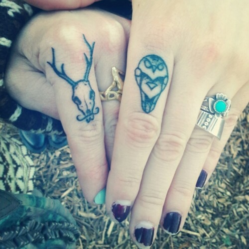 30 Amazing Attractive Finger Tattoo Styles-7