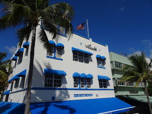 Uno de los edificios de Art Deco en la calle Ocean Drive de South Beach