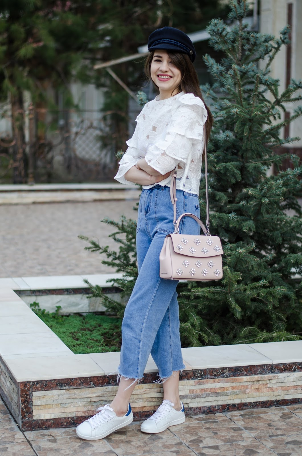 fashion%2Bblogger%2Bdiyorasnotes%2Bdiyora%2Bbeta%2Boutfitoftheday%2Bcap%2Bmom%2Bjeans%2Bwhite%2Bblouse%2Btop%2Bruffles%2Bwhite%2Bsneakers%2Bmichael%2Bkors%2Bbag 13 - MOM JEANS, SNEAKERS AND RUFFLE TOP