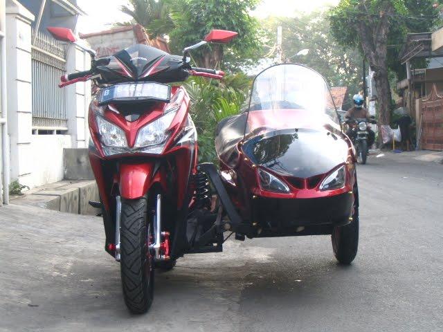 Dari Samping Kanan Aura Motor Sport Dengan Basic Vario Techno 125 Pgm Fi Mengakan Ban Fdr Ukuran 100 80 14 Untuk Depan Cukup Lebar Dan Kekar Area
