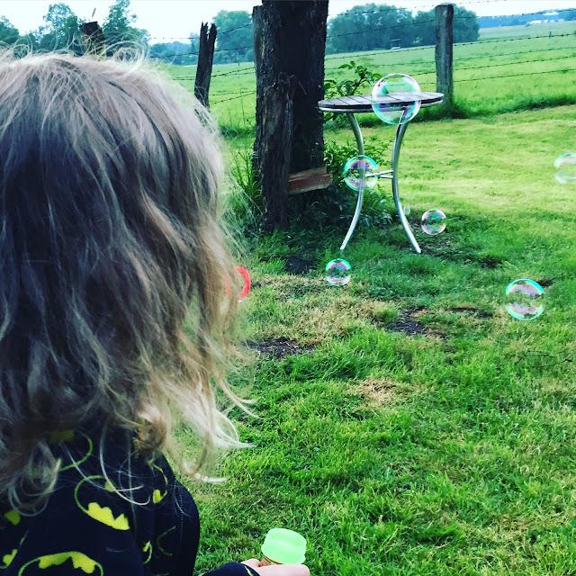 Urlaub mit zwei Kleinkindern - Seifenblasen