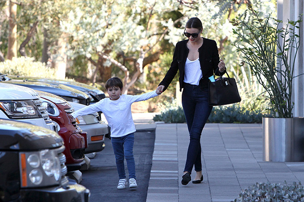 Miranda Kerr with his son Flynn went shopping