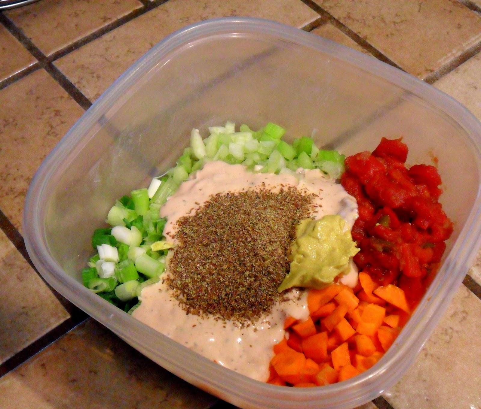 Salsa Ranch Tuna Salad on Hungry Gator Gal (mayo-free; made with @BolthouseFarms yogurt dressing)