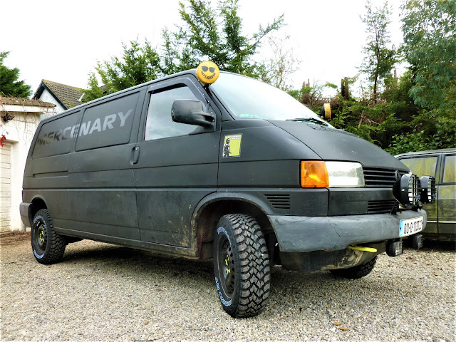 VW Transporter T4 with Hankook Dynapro MT RT03 215/75 R15s and a 50mm suspension lift.