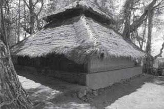 Masjid di Lombok yang terbuat dari dedaunan kering dan kayu