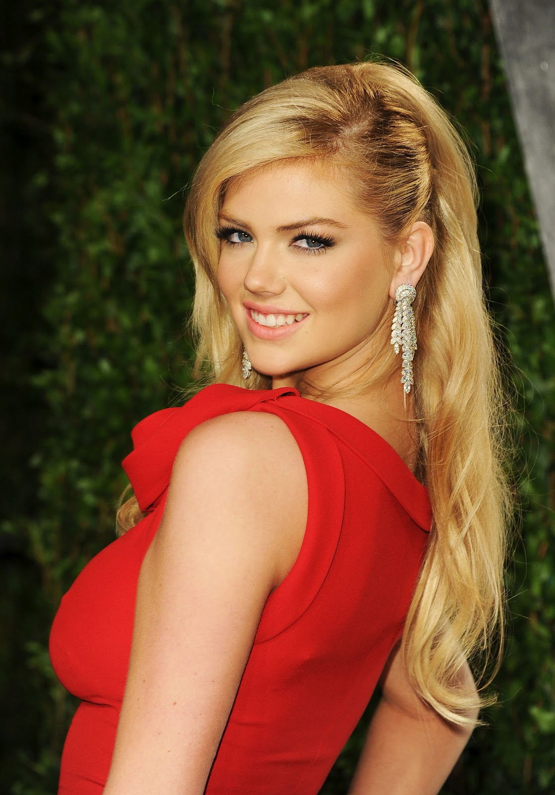 Models Inspiration: Kate Upton ♥ Vanity Fair Oscar Party 2012