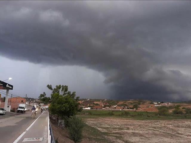 Chuvas provocam erosão na AL-130 que liga as cidades de Pão de Açúcar e Olho D'Água das Flores