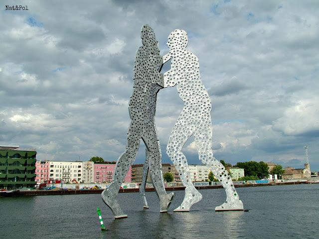 Molecule Man Berlin na Szprewie