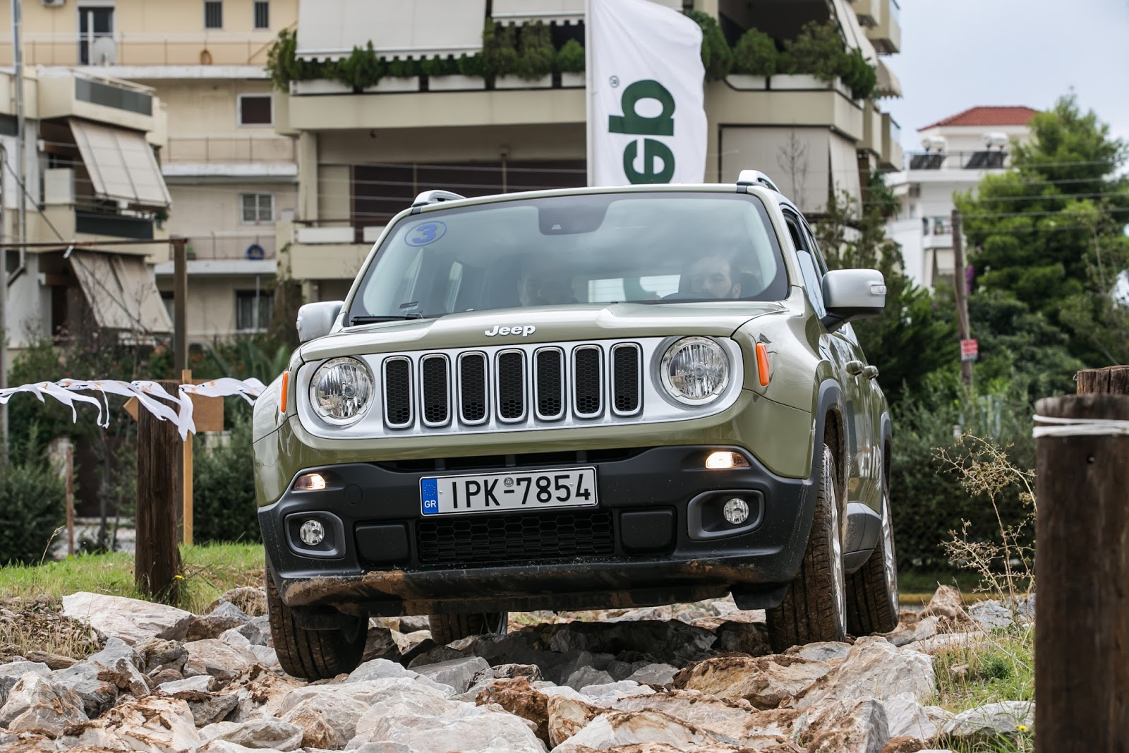 KF 1563 Πετάμε ένα Jeep Renegade σε λάσπες, πέτρες, άμμο, λίμνες. Θα τα καταφέρει; Jeep, Jeep Renegade, Renegade, SUV, TEST, zblog, ΔΟΚΙΜΕΣ