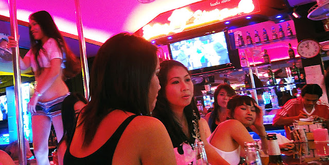 Pattaya Bar Girls at work