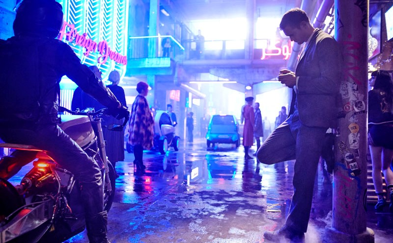"""Netflix divulga trailer da ficção futurista """"Mudo"""", com Alexander Skarsgård e Paul Rudd"""